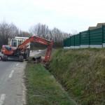 1ère phase du chantier : réalisation du busage du fossé.