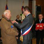 Michel Boudet reçoit la médaille de l'UNC échelon vermeil.