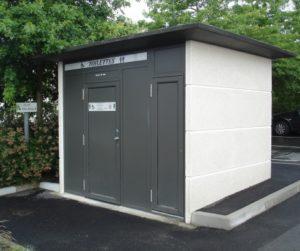 Construction d'un bloc sanitataire neuf.